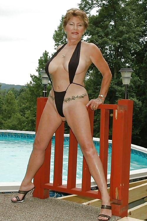 Like Sexy mature women bikini