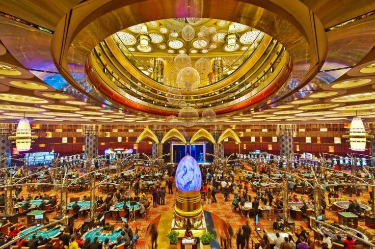 グランド リスボアホテルのゴージャスなカジノフロア