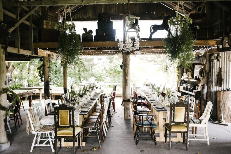 Driftwood Shed Terara South West Australia | Rustic Wedding | Destination Wedding | Relaxed, Bohemian Styling | Image by Damien Milan Photography | http://www.rockmywedding.co.uk/siina-glenn/