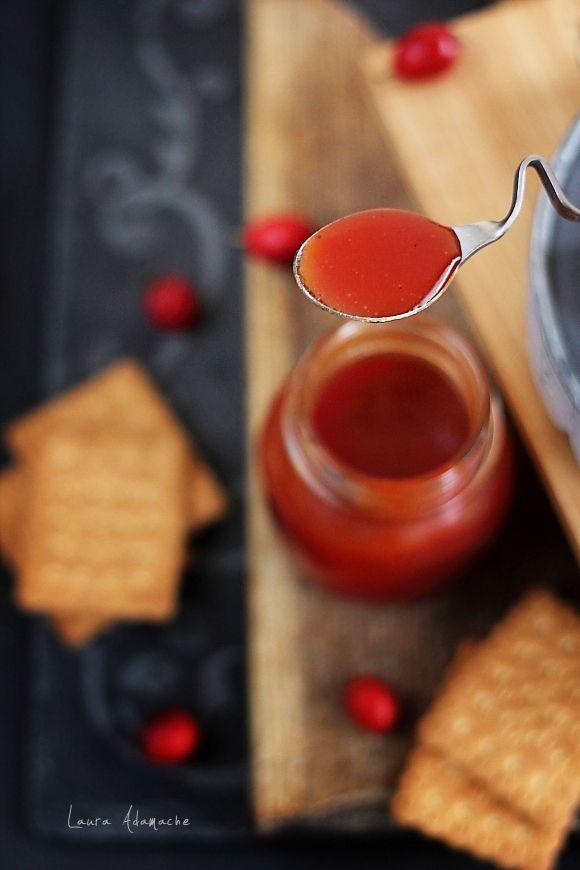 Gem de macese - retete culinare conserve, gemuri. Cum obtinem pasta de macese pentru gem. Ingrediente si mod de preparare gem de macese.