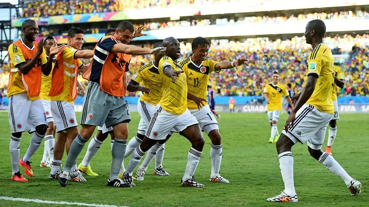 Juan Guillermo Cuadrado (2nd R) of Colombia celebrates scoring his team's first goal