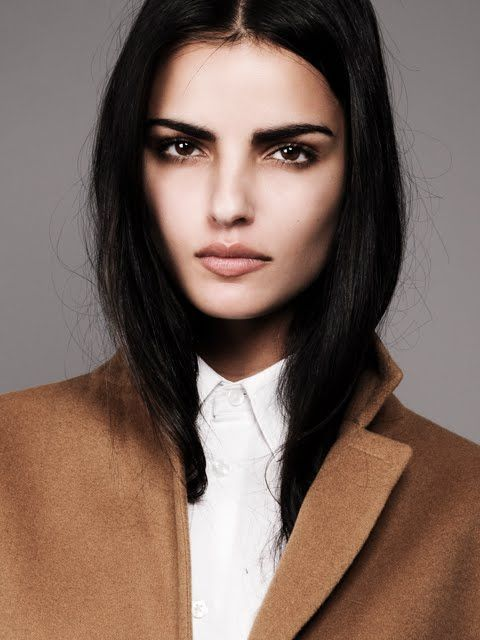 Liza Golden, a beauty with an Indian heritage and American origin. Eyebrow Makeup Tips