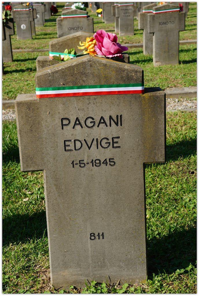 PAGANI MARANGONI EDVIGE, AUSILIARIA, S.A.F. 8 Brigata Nera, di anni 32, fucilata a Milano dai partigiani il 30 aprile 1945 - RIPOSA NEL CAMPO DELL'ONORE DEL CIMITERO MAGGIORE DI MILANO.