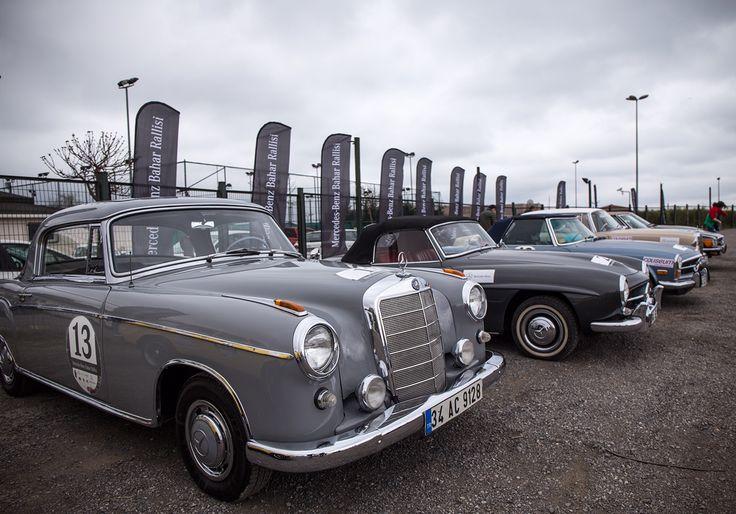 Mercedes-Benz Bahar Rallisi İstanbul'un üzerindeki karabulutlara rağmen rengarek görüntüler oluşturmaya devam ediyor… Yıllara Meydan okuyan birbirinden özel araçlar bu akşamki ödül töreni için Finish noktasına doğru ilerliyor.
