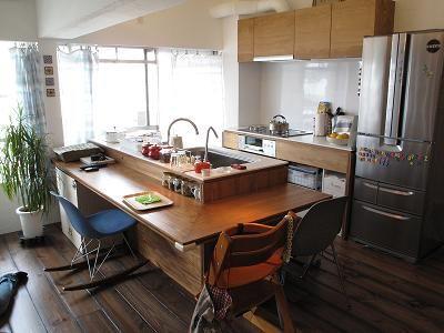 キッチンと一体化したカウンター・ダイニングテーブルの参考