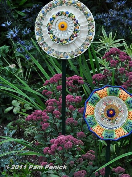 For the gardenGlasses Gardens, Glasses Flower, China Plates Flower, Make Flower, Flower Art, Flower Gardens, Flower Beds, Recycle Glasses, Flower Plates