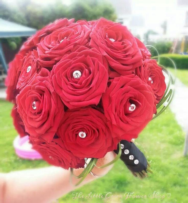 Red Naomi Rose bridal bouquet ♡