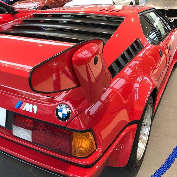 Einige atemberaubende Details zu diesem BMW E26 M1 ... ich habe ihn zum ersten Mal in meinem Leben gesehen und er enttäuscht mich nicht. . . . #bmw # m1…