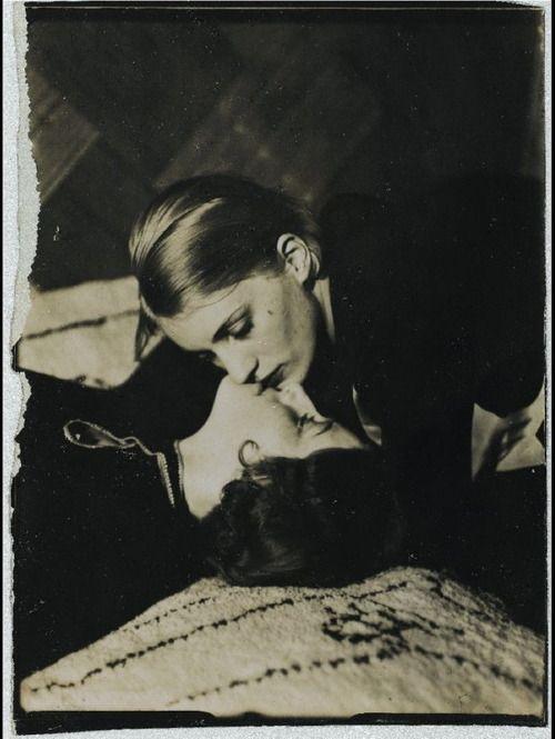 Lee Miller Kissing a Woman - c. 1930 - Photo by Man Ray - Gelatin silver print. Musée National d'Art Moderne, Centre Georges Pompidou, Paris - @~ Watsonette