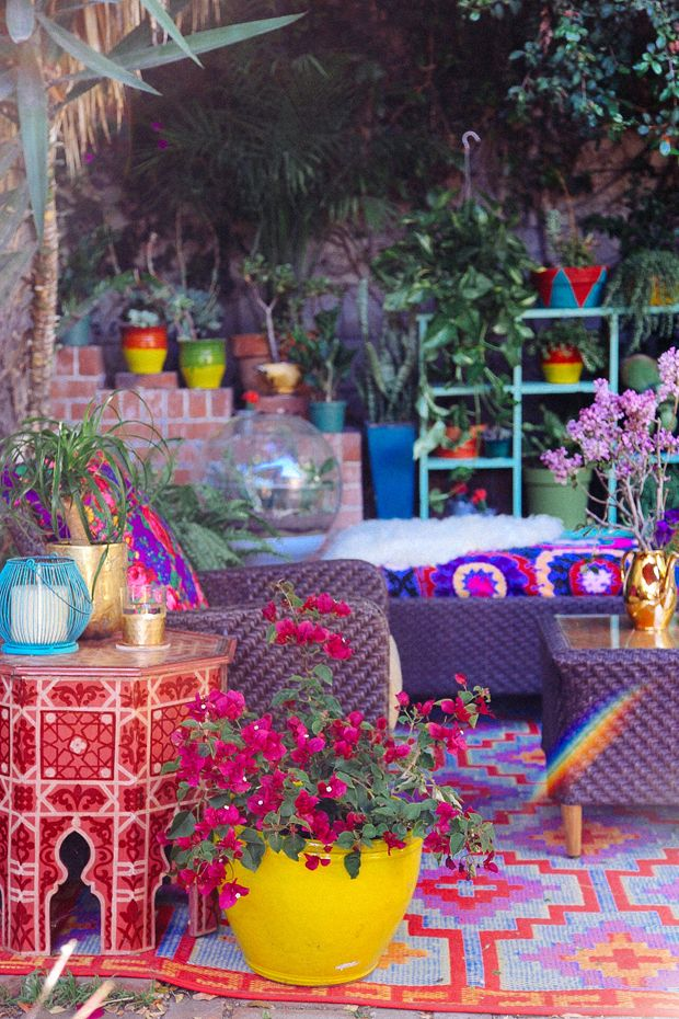 Moroccan style outdoor living style.  Love the colour and crazyness