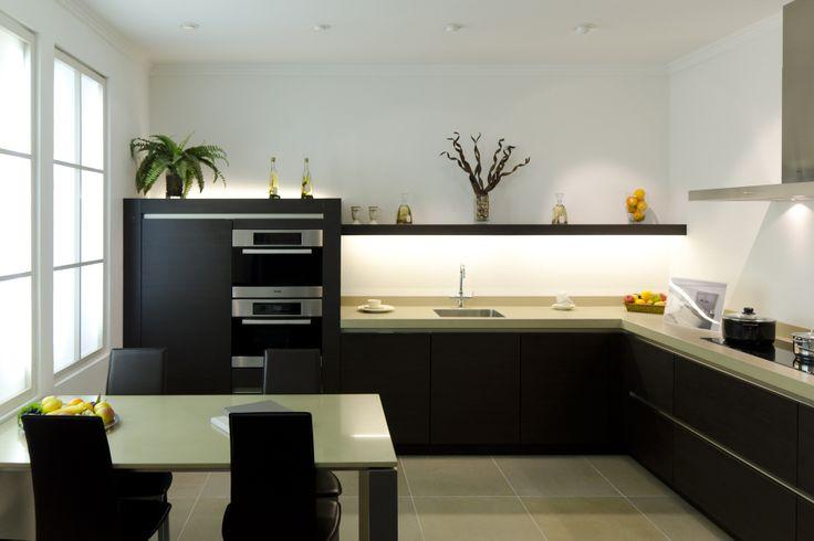 Showroom | keuken | greeploos | hoek opstelling | koolschijn.nl