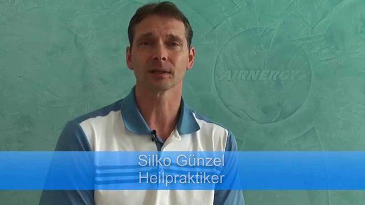AIRNERGY AG http://www.airnergy.com/ Der Heilpraktiker Silko Günzel informiert in einem Kurzvortrag über einen vielversprechenden Therapieansatz (Spirovitalisierung mit Airnergy) bei COPD (engl. Abkürzung für: chronic obstructive pulmonary disease).