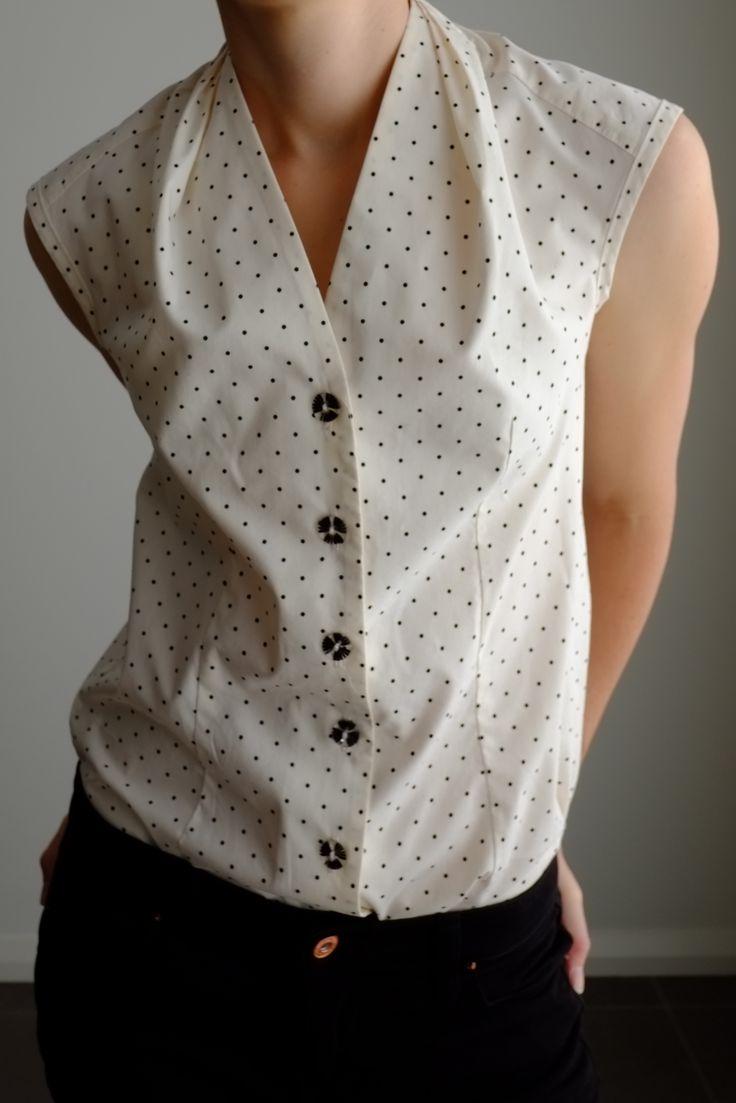 Burda Sleeveless Blouse Pattern 128 http://www.burdastyle.com/projects/092011-sleeveless-blouse?image=223647