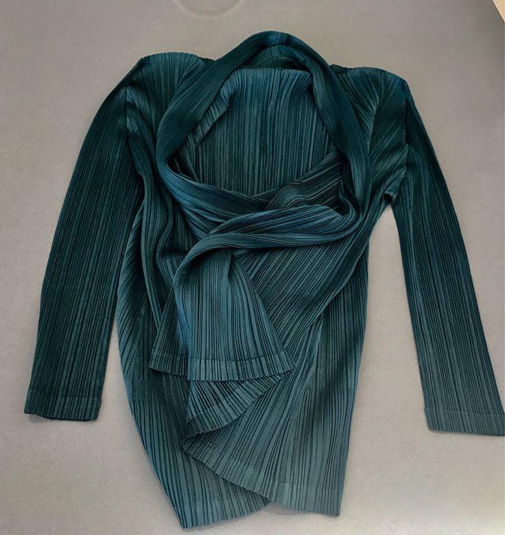 Issey Miyake pleats please jacket, Vintage Issey miyake pattern top, Authentic Issey Miyake geometric top, Issey miyake green long jacket by NUKOBRANDS on Etsy https://www.etsy.com/listing/559110840/issey-miyake-pleats-please-jacket