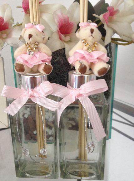 Difusores de ambiente personalizados, destaque para a ursinha de pelúcia que é um charme!.