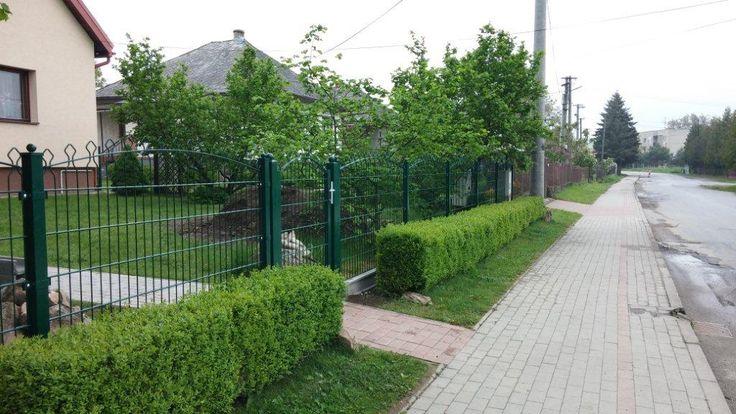 Dekoratívny plot Decofor je vhodnou náhradou za kovaný plot.