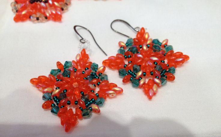 Orecchini Candy arancio  matt con cristalli smeraldo di Loscrignodellevanita su Etsy