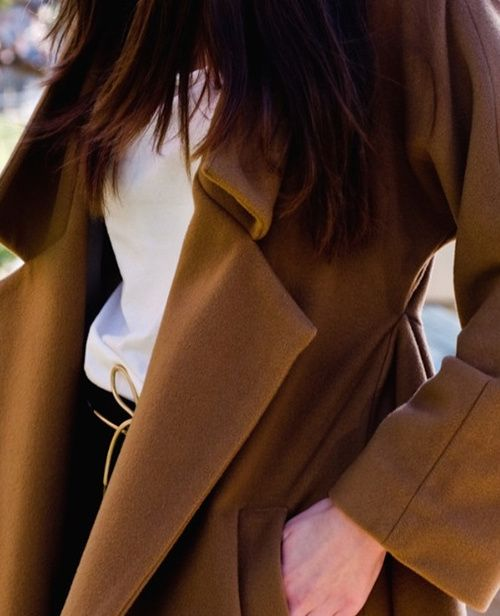 .: Bows Belts, Fashion Passion, Fashion Details, Fall Style, Street Style, Brown Coats, Camels Coats, Style Pinboard, Fashion Fun