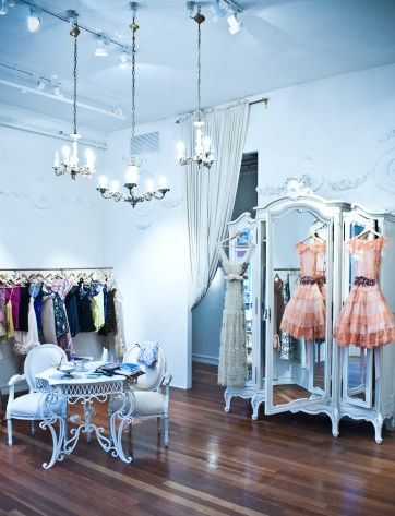 Couture Décor: How to Fashion Your Dream Closet -Ideal showroom!