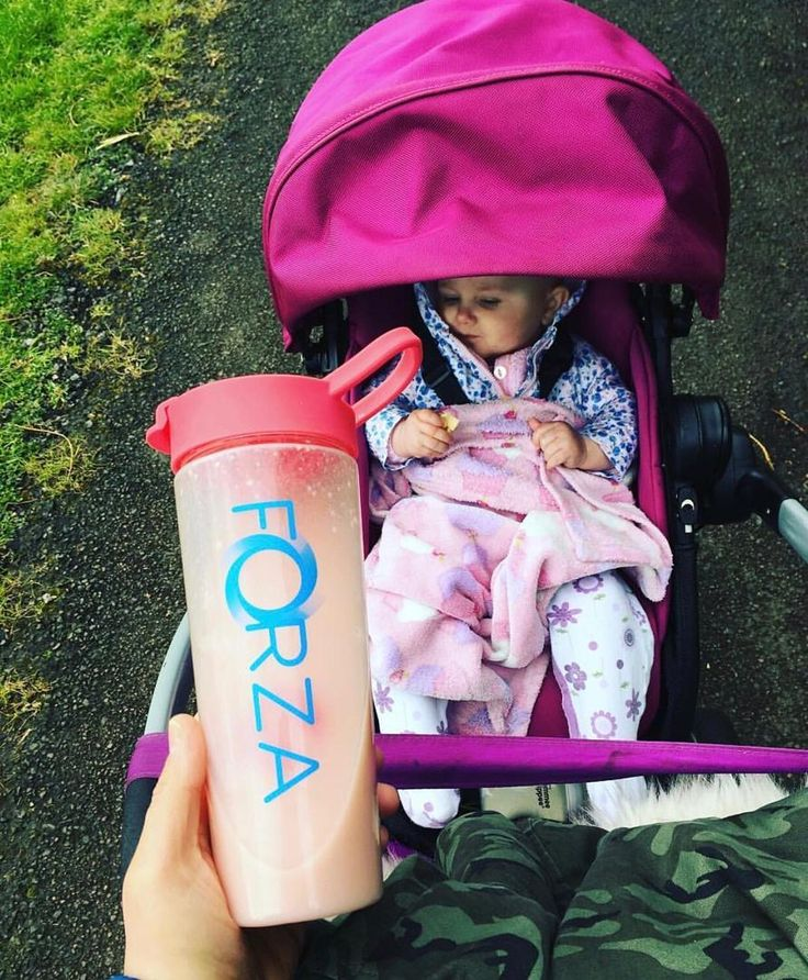 Sunday is funday! Who else is enjoying their long weekend with the family?  Our delicious meal replacements come in convenient sachets so that your diet need not suffer when you're out and about!  _ Shop by clicking the link in the bio @foreverforza  @emmadietmum
