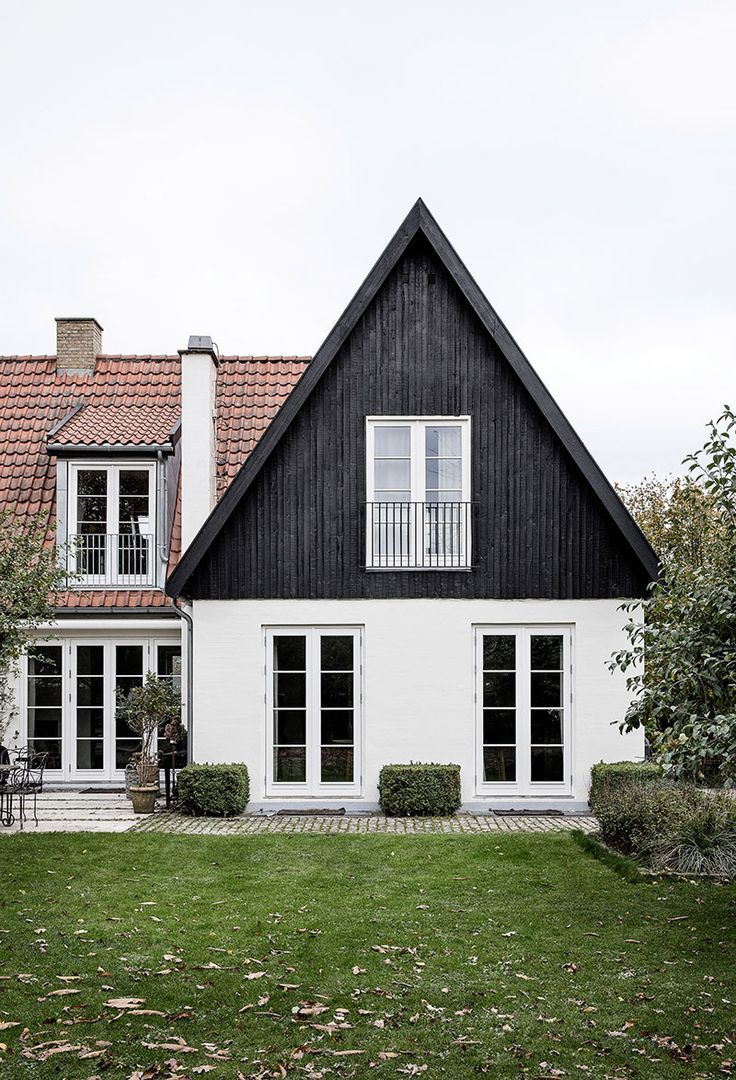 Warm Scandinavian Minimalism In Danish Country House Interior Design Home Decor Idea Inspiration Danish House Country Home Exteriors Architecture House