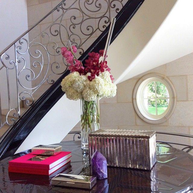 Stunning flower arrangement by @ufgrangehall