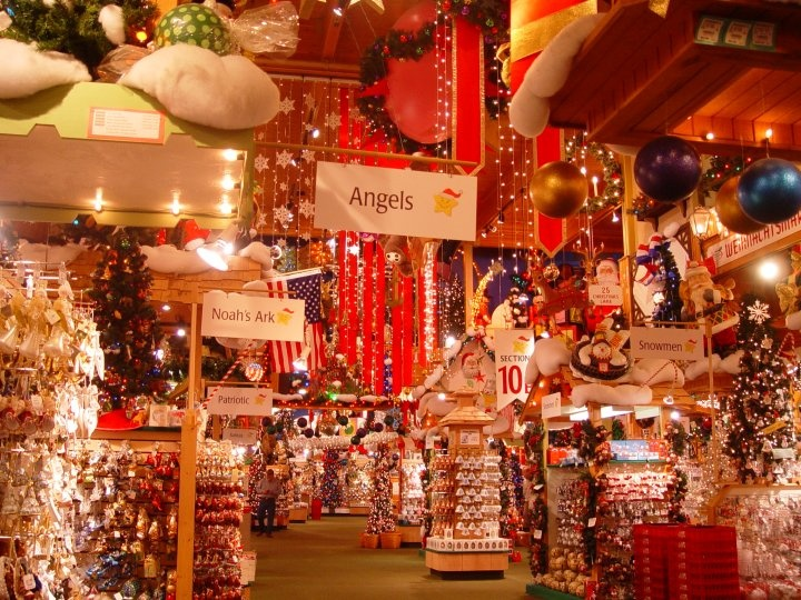 I f you grew up in Michigan, chances are you made one – or many – family trips to Bronner's CHRISTmas Wonderland. It was the mid's when I made my first voyage to the Mecca of holiday decor. The visual assault of millions of Christmas lights bedazzling every inch of .