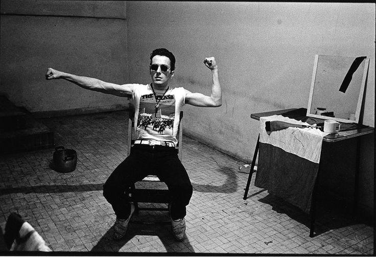 janette beckman's iconic punk photographs capture britain's youth rebellion | Joe Strummer backstage