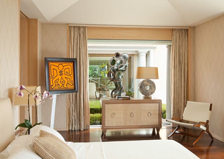 A house on the #FrenchRiviera / 5 Twentieth century elegance. In the master bedroom, the #KeithHaring painting and sculpture by #César.  Interior Design #TiEffeEsse #ADItalia June 2014 http://www.tieffeesse.com/FullScreenGallery.aspx?glid=1b6d0ca65bc94d0b90fec331a7ae2145#1