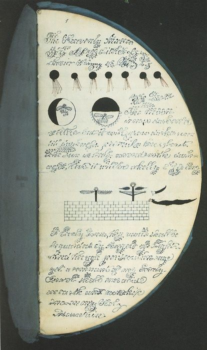 katracraft:  A Booklet of folded circular pages. Love it, when open it looks like a full moon. Great for a Sea Witch's journal, book of magic, etc.