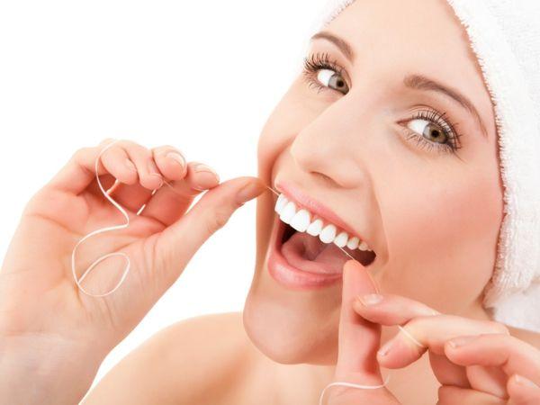 zahnseide schlechten geruch bekämpfen mittel gegen mundgeruch
