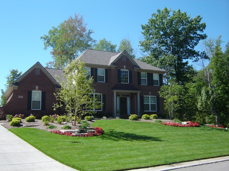 Beautiful front yard in brighton mi landscaping for Beautiful front yards