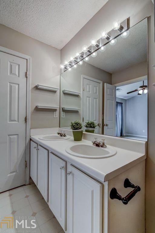 2776 Terrell Trace Dr Marietta Ga 30067 Zillow Vanity Kitchen Cabinets Home Decor