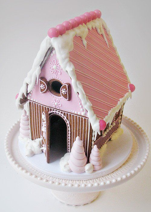 ❤️ the pink roof with the diagonal lines makes me think of those pink wafer cookies. I also like the puffy whipped cream look of the trees