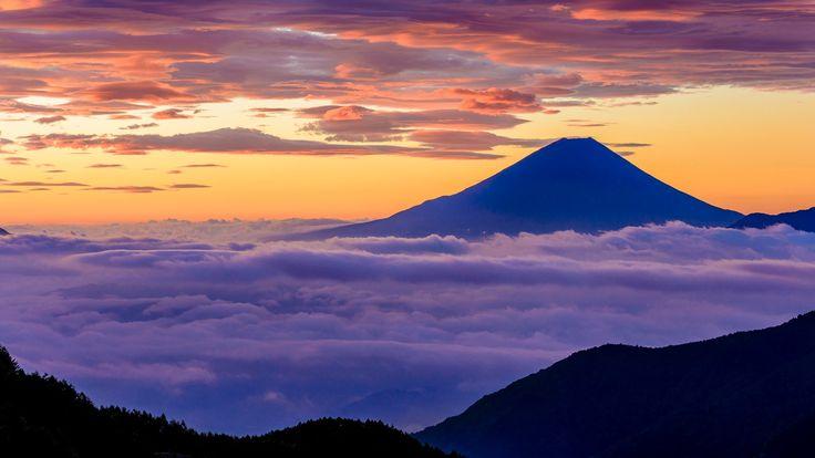 Япония остров Хонсю стратовулкан гора Фудзияма 富士山 небо облака свет