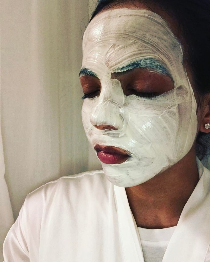 S U N D A Y F  U N D A Y Testing out our Dead Sea Mud Masque and loving it more each time I use it! Made with Koalin Volcanic salt this masque not only targets acne but prevents it !!     #privatelabel #onlinemarketing #onlineshopping #entrepeneurship #skincare #deadseamudmasque #mudmasque #cosmetics #girliefun #testingitout #testing #skin #loveyourskin #clearskin #nomoreacne