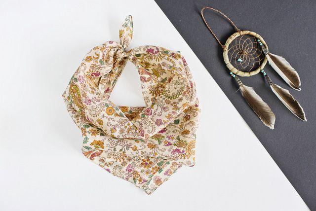 ♥ Silk scarves from India - large selection of designs - perfect for gift / Seidentücher aus Indien - große Auswahl an Designs - ideal für Geschenk #boho #bohostreetwear #silk #design #girl #perfectgift #geschenk #ethno #hippie #bohemian #seidenschal #orient