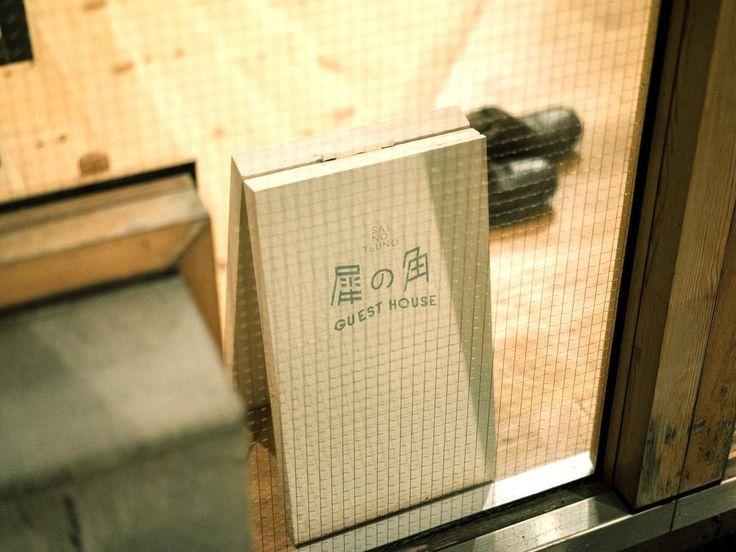 【長野・上田】2016年11月にオープンした犀の角ゲストハウスは、上田市中心部の上田駅から徒歩10分の場所に位置し、館内バー、朝食を提供しています。 バスルームとトイレは共用で、共用のキッチンとリビングルーム、Wi-Fi回線を利用できます。すべての客室にはエアコンが備わり、敷地内に無料の専用駐車場があります。...