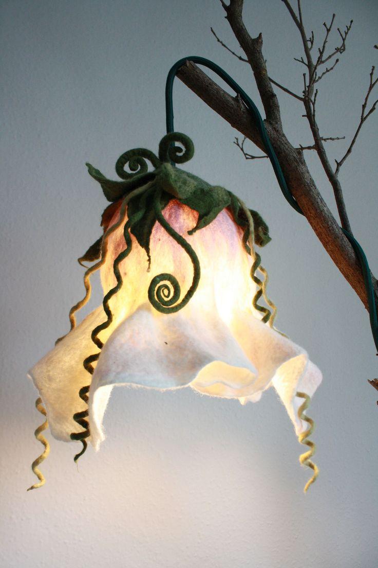 Fotos von feiner Filzkunst... Filz Boutique gibt Einblicke in ihr gefilztes! Feine Rosen, tolle Lichter - und noch viel mehr!