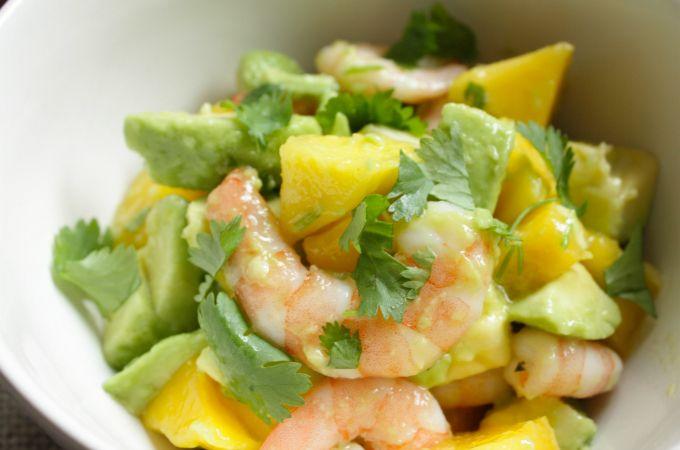 Salade met avocado, mango en garnalen - Francesca Kookt