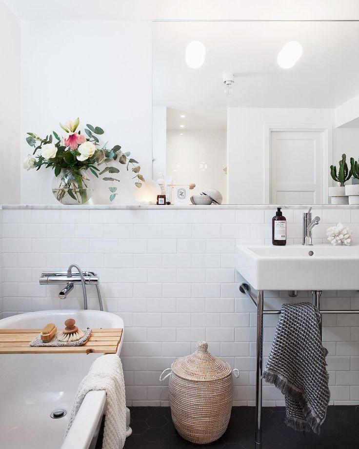 Har precis kikat igenom bilder från badrummet till ett reportage. Jag har tidigare skrivit om vår renovering på bloggen om nån är sugen på att läsa lite do's & dont's. Länk i profil. #badrum #baderom #bathroom #badrumsinspo
