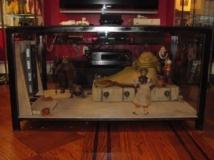 I never thought about turning a coffee table into a diorama like this. This  scene from Star Wars is the work of a true fan. - I Never Thought About Turning A Coffee Table Into A Diorama Like