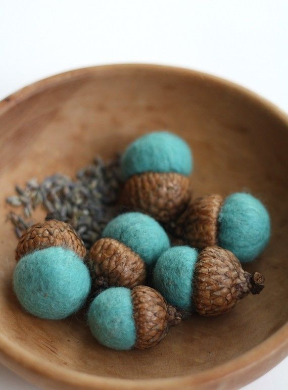 Felt wool acorns from Etsy: how cute would these be in festive bowl for thanksgiving!