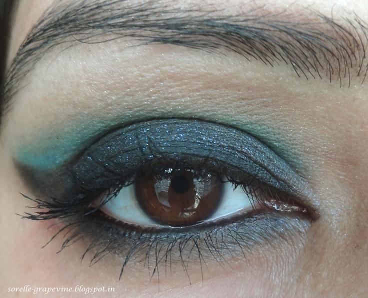 Dramatic blue smokey eye