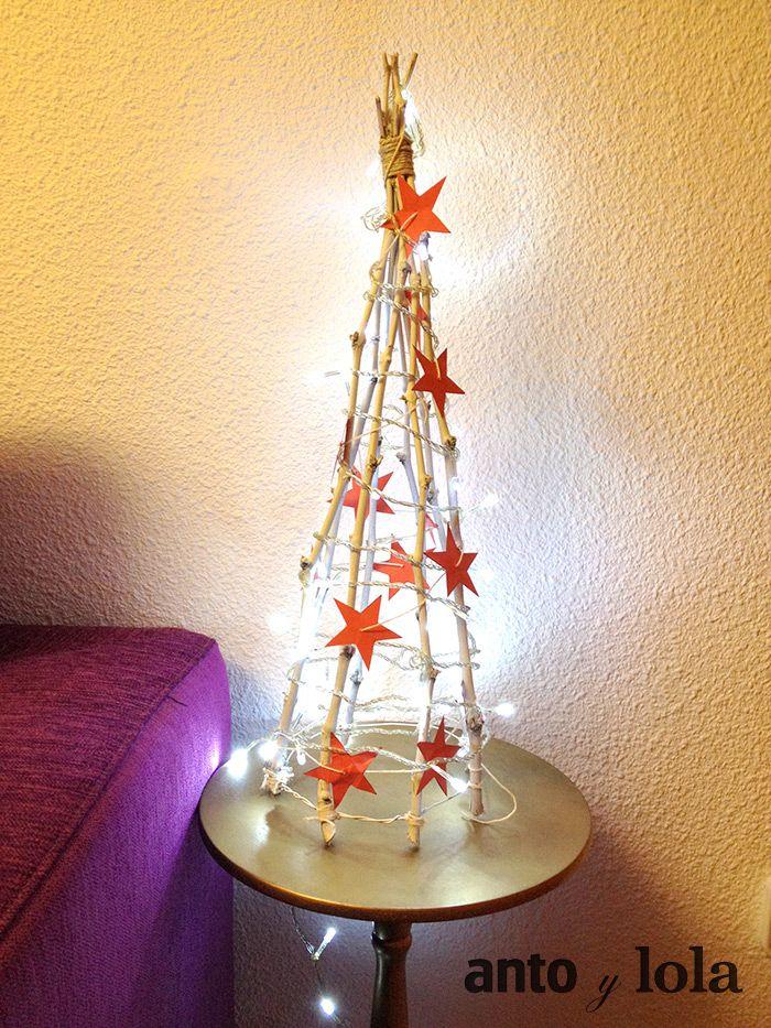 un arbol de navidad original hecho con ramas secas una manualidad sencilla para decorar cualquier