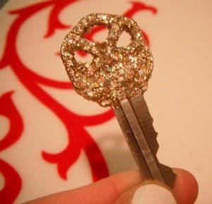 Make your own glitter keys