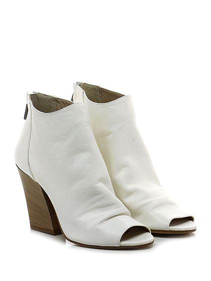 Salvador Ribes - Tronchetto - Donna - Tronchetto open toe in pelle vintage con zip su retro e suola in cuoio. Tacco 95. - AVORIO - € 139.00