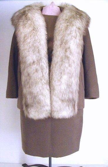 Très bel ensemble avec fourrure de renard Norvégien.  Vintage suit with Norwegian fox fur collar.