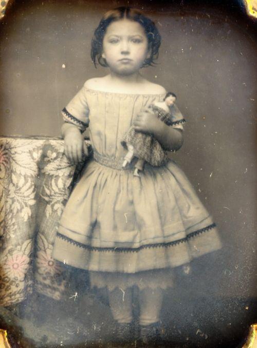 girl with dollLittle Girls, Vintage Photos, Vintage Photographers, Children Toys, Baby Dolls, Old Photos, Vintage Girls, Victorian Era, Kids Toys
