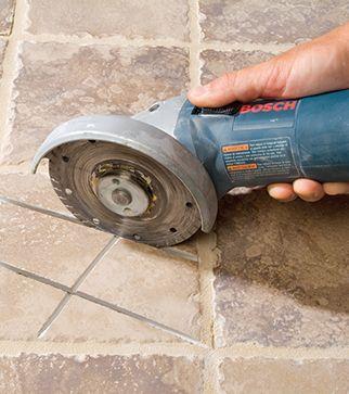 Il arrive qu'un carreau de céramique se casse lors d'un impact important. Il est possible de le remplacer sans toucher au carrelage qui l'entoure.